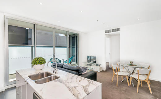 Adelaide Hindmarsh 1 bed corporate apartment dining