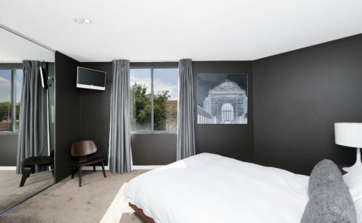 Canberra Tench 1 bed corporate apartment bedroom
