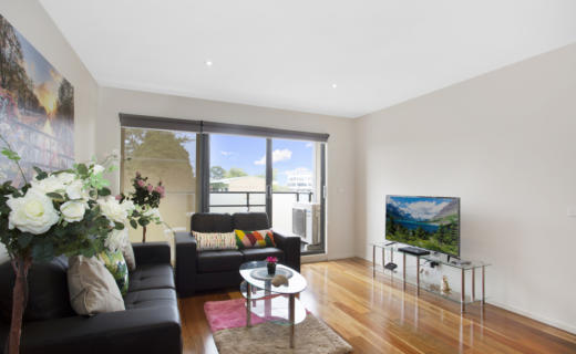 Glen Waverley Springvale 2 bed 1 bath corporate apartment lounge
