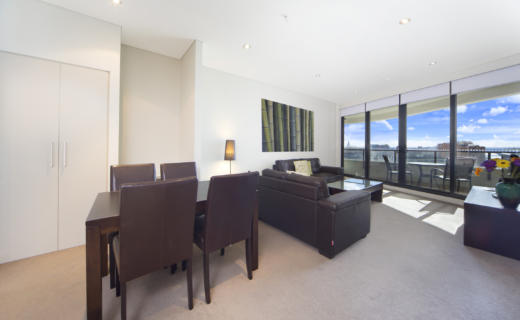 Haymarket George 2 bed corporate apartment dining