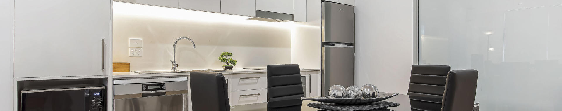 Newcastle Bellevue 1 bed corporate apartment dining