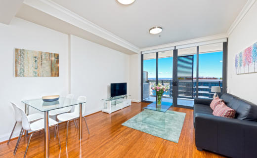 Rhodes Walker 1 bed corporate apartment dining lounge
