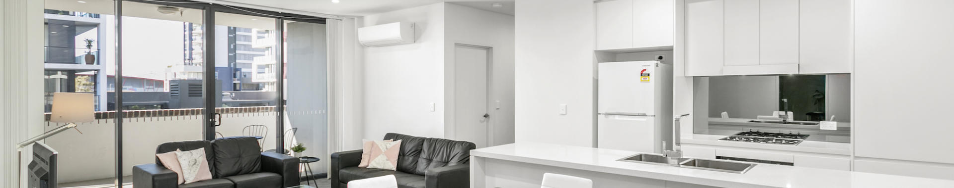 Wollongong Crown 2 bed study corporate apartment dining