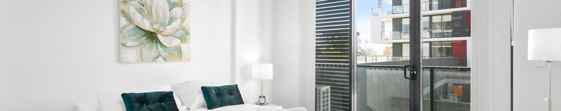 Wollongong Crown 3 bed corporate apartment bedroom