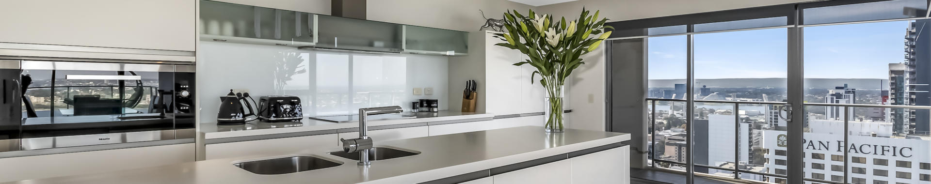 Perth AdelaideTerrace 3 bed corporate apartment kitchen