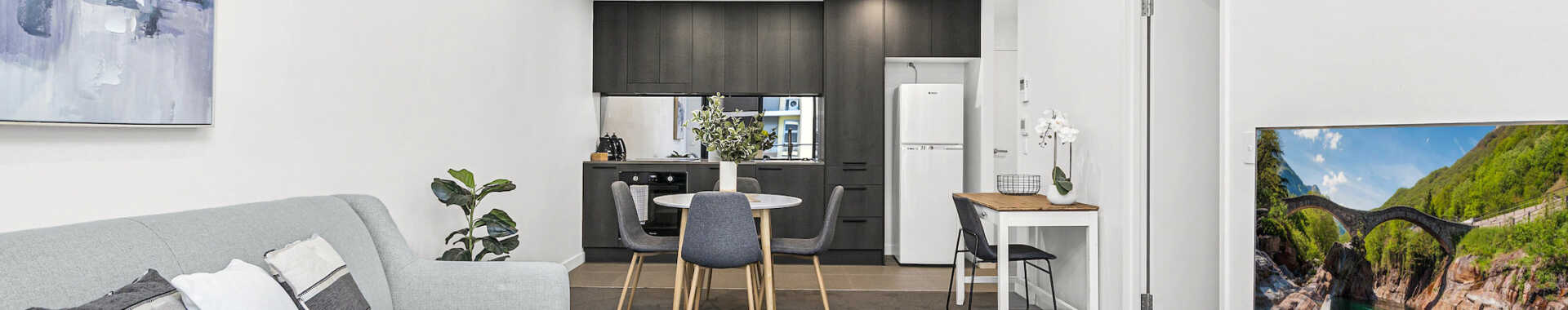 Wollongong Beatson 1 bed corporate apartment open plan